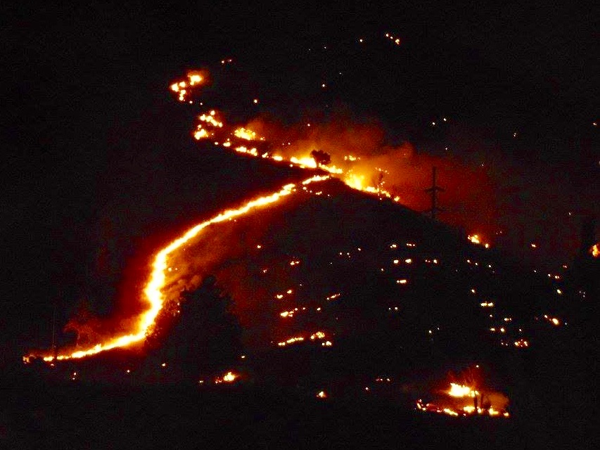 Warm Springs Tribes battle large wildfire that broke out behind casino