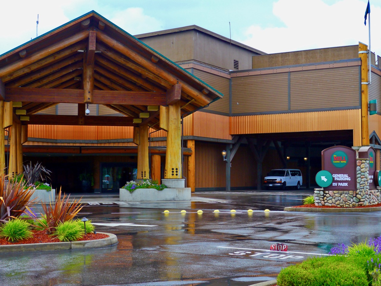 Coquille Tribe questions governor's push to expand gaming options