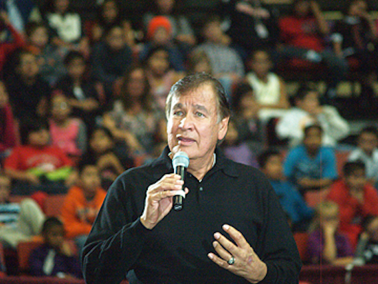 Billy Mills: Flawed poll can't justify use of team's racist mascot