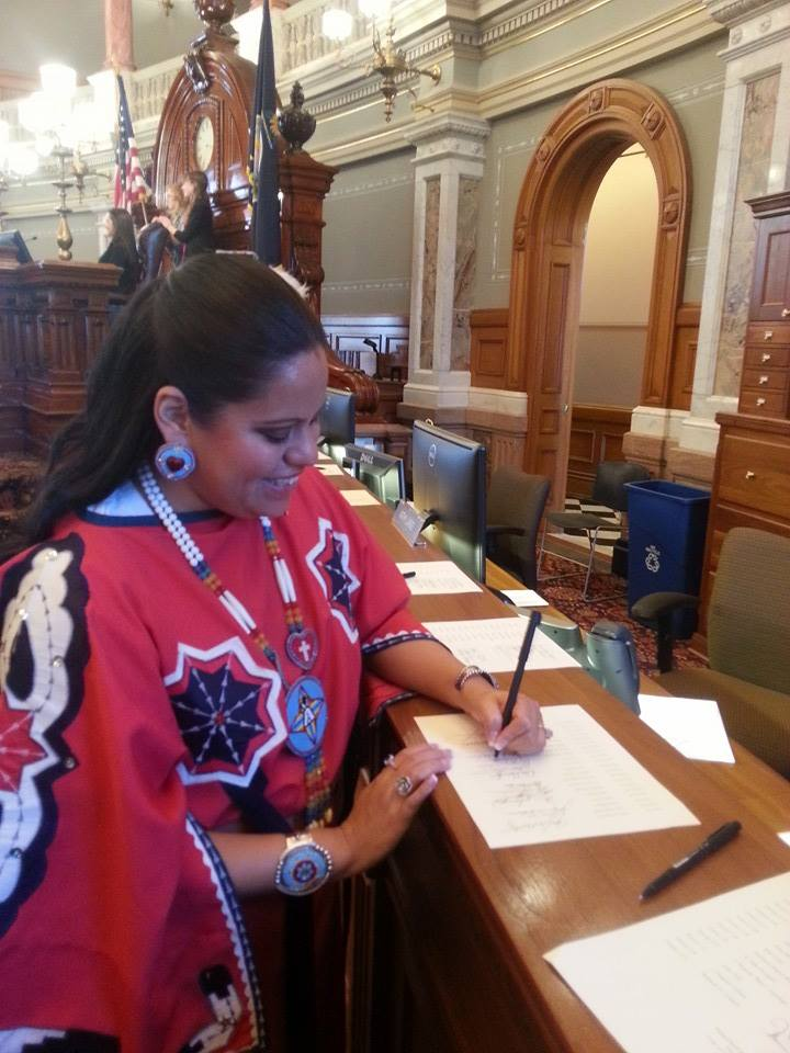 Indian lawmaker in Kansas sworn into office in traditional wear