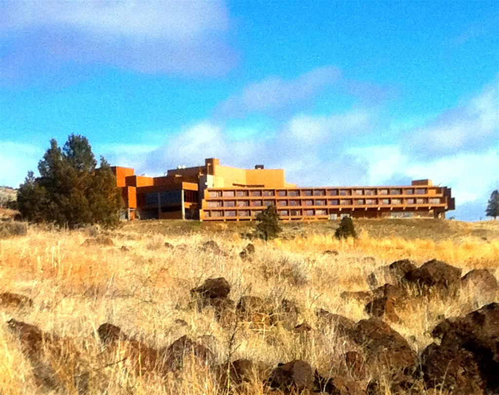 Warm Springs Tribes to reopen casino as crews battle huge fire