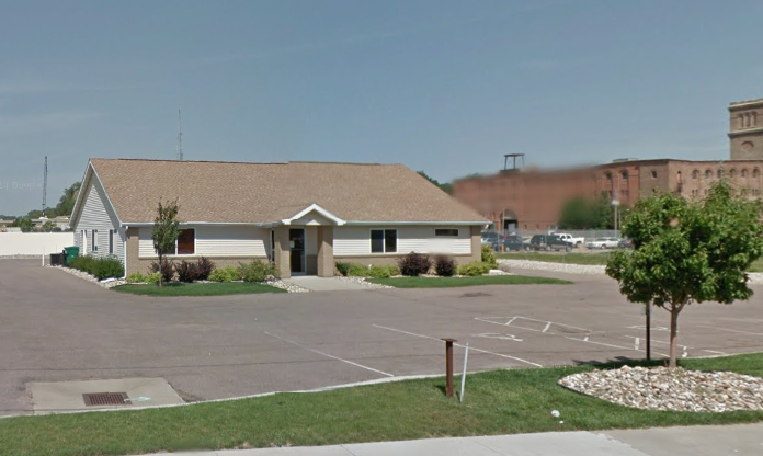 Winnebago Tribe seeks more time to remove old bank building