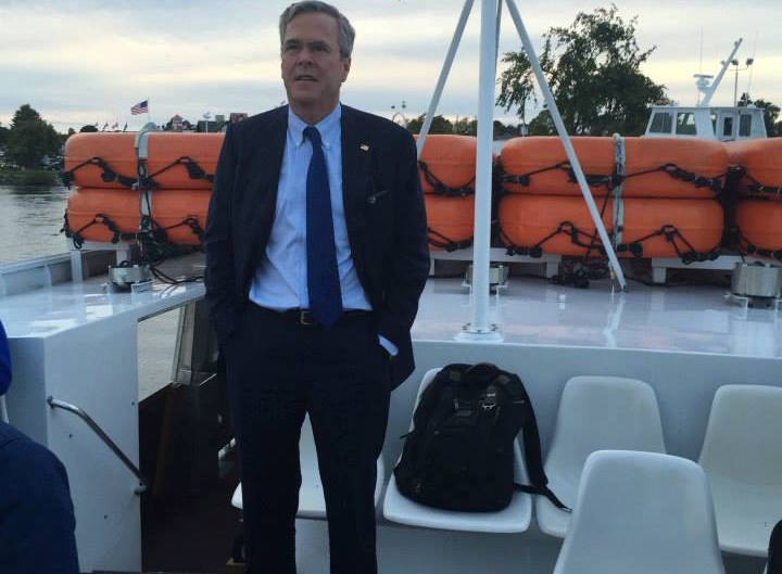 Republican Jeb Bush defends racist name of Washington NFL team