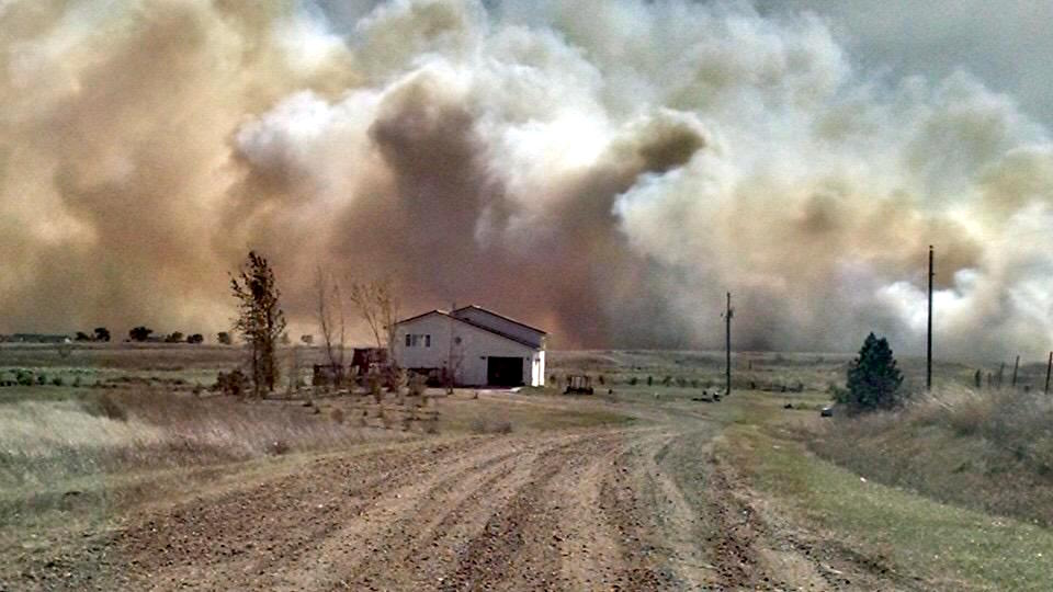 Standing Rock Sioux Tribe evacuates community amid two fires