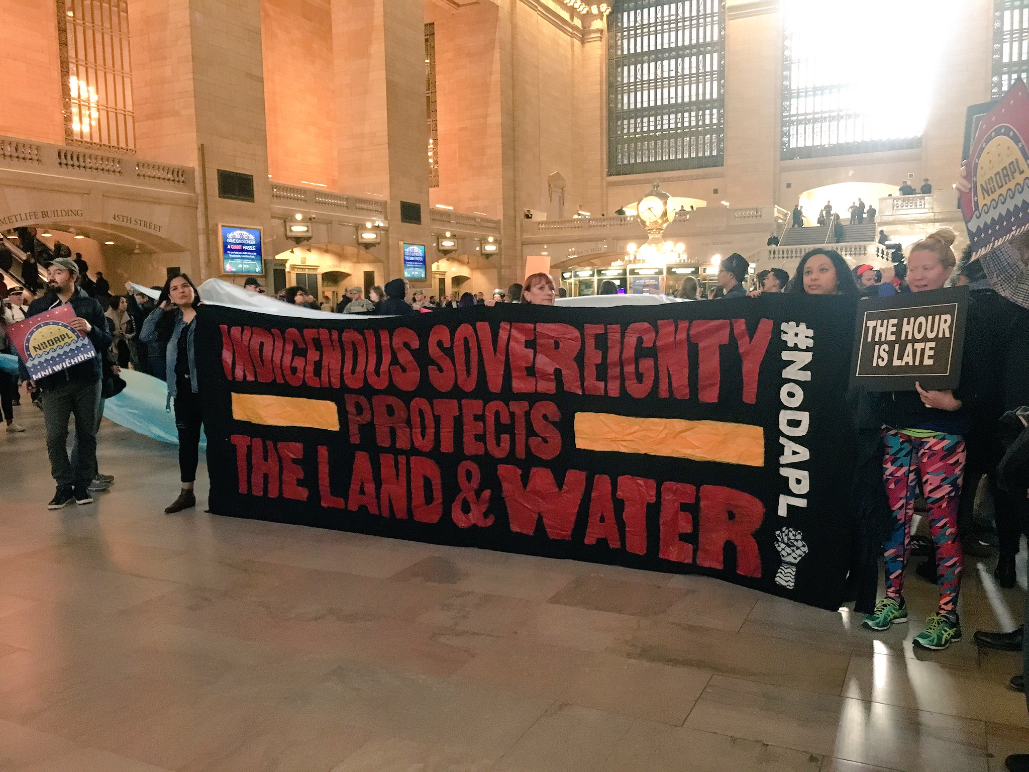 Standing Rock Sioux Tribe moves to cut ties with pipeline investors