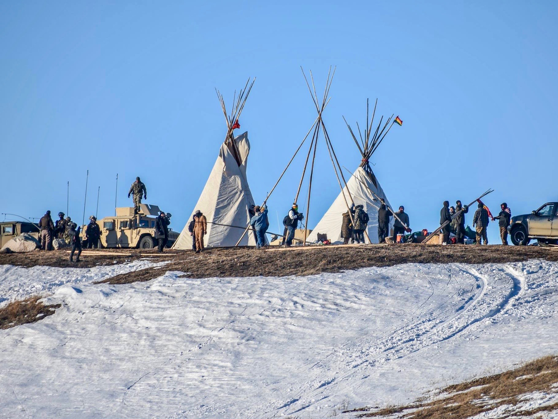 Trump administration formally approves easement for Dakota Access Pipeline