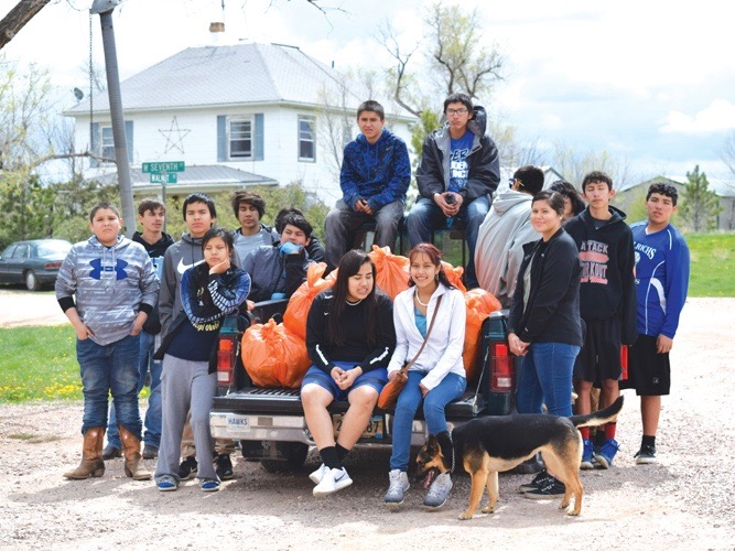 Native Sun News Today: Lakota students clean up their community
