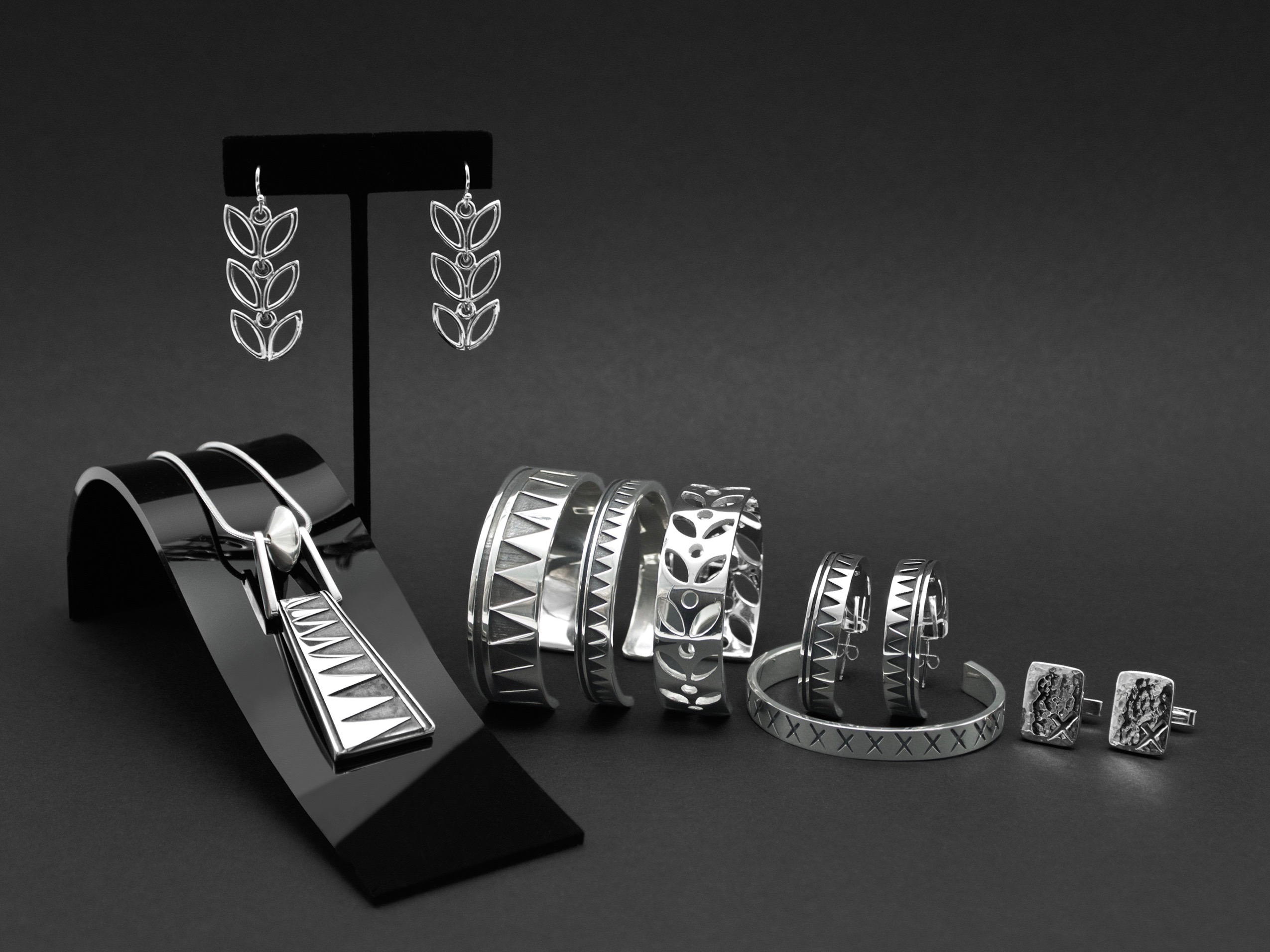 Pueblo artist Virgil Ortiz announces jewelry collaboration with Smithsonian