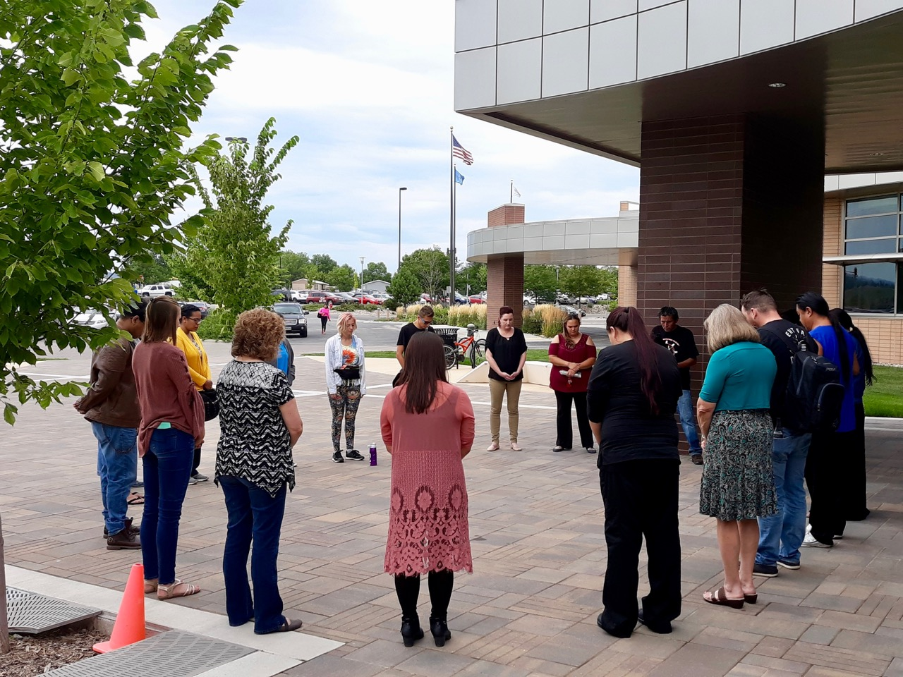 Prayer circle welcomes students back to campus